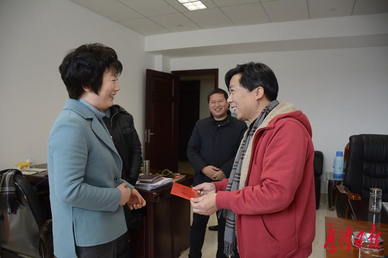 徐云走访慰问企业和优秀人才代表