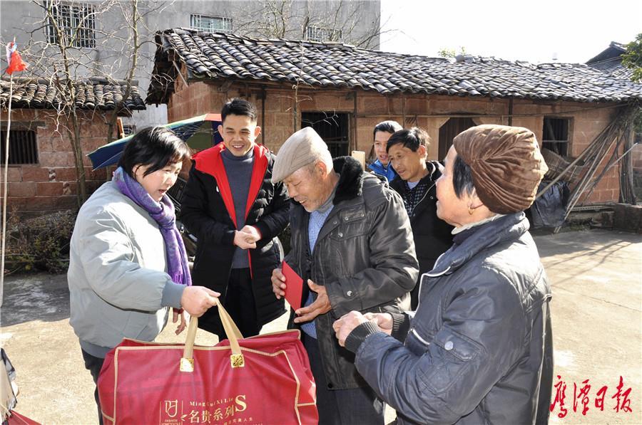 刘育虹走访慰问农村困难群众、老党员以及拔尖人才