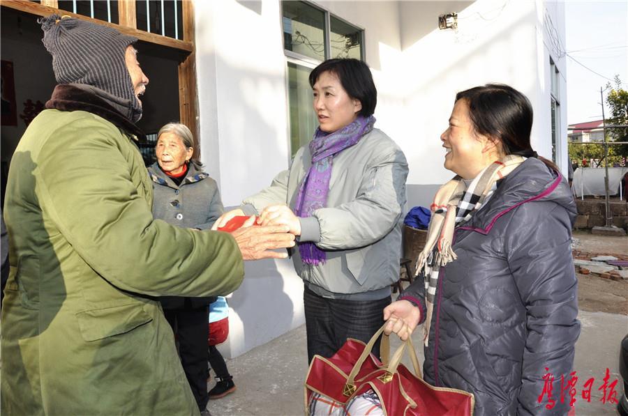 刘育虹走访慰问农村困难群众、老党员 (4).jpg