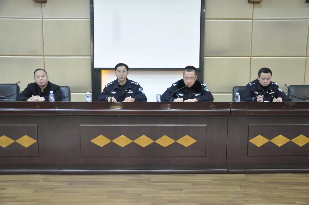 鹰潭交警直属大队再次对重点运输企业进行春运期间道路风险管控责任约谈