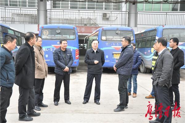 龙毅在贵溪城南汽车站检查.JPG