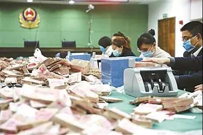 武汉非法彩票网站被查 藏钱屋内金砖现金堆成山
