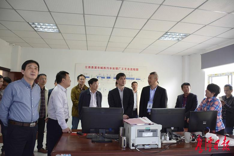郭清率市人大常委会第一调研组对信江饮用水水源保护情况进行专题调研