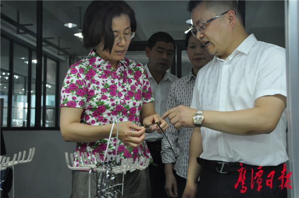 在粤港沪眼镜产业园调研.JPG