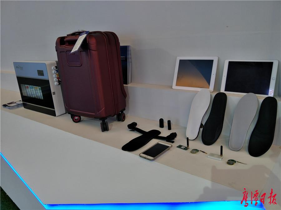 智能水表、智能箱包等参展产品.jpg