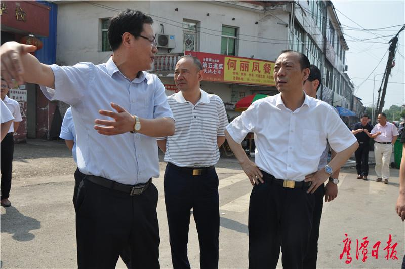 在余江县刘家站集贸市场考察.jpg