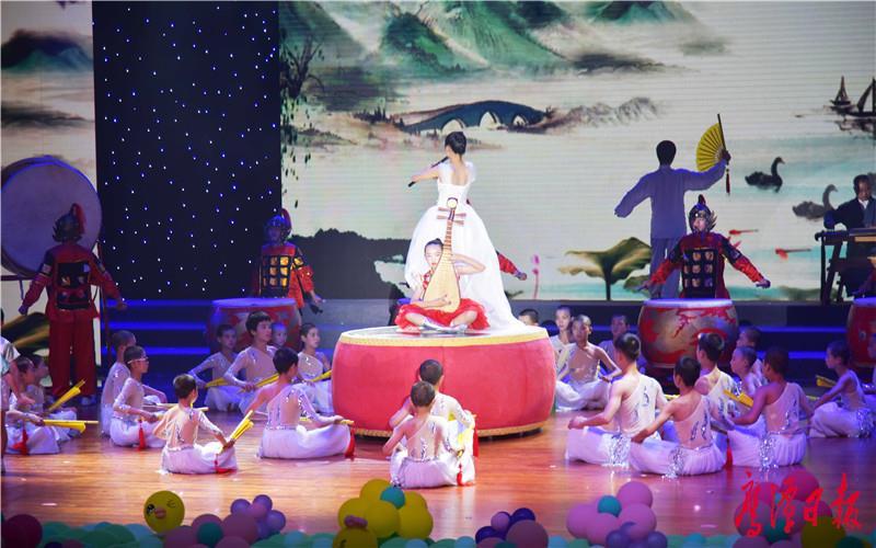 徐蓉摄-由市第四幼儿园、江西龙虎山文武学校等表演的音乐情景表演《龙的传人》-3.jpg
