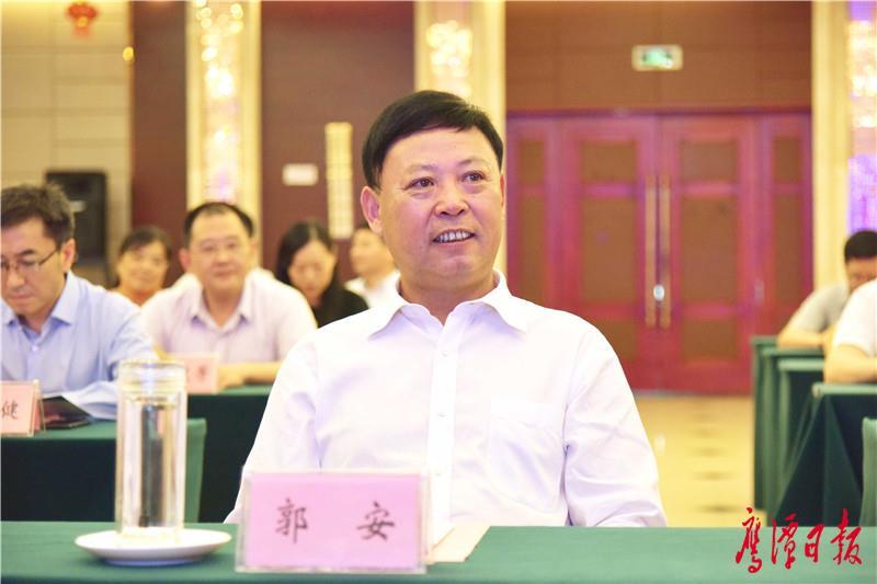 徐蓉摄-市委书记郭安出席签约仪式.jpg