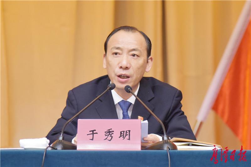 徐蓉摄-市长于秀明在市委八届四次全会上讲话.jpg