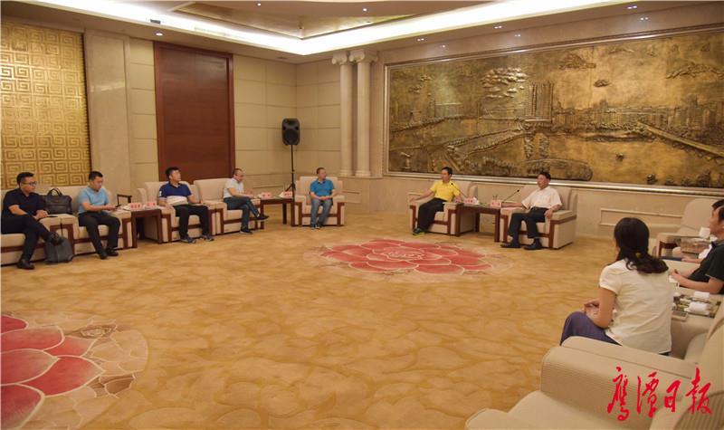 徐蓉摄-6月26日,市委书记郭安会见华侨城集团-3.jpg
