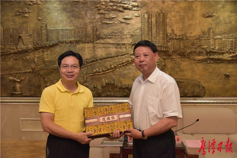 徐蓉摄-6月26日,市委书记郭安会见华侨城集团-5.jpg