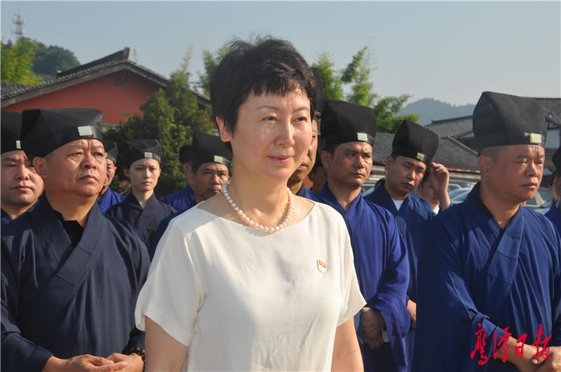 天师府举行升国旗仪式徐云 (2).JPG