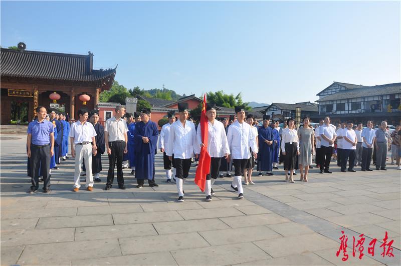 天师府举行升国旗仪式徐云 (6).JPG