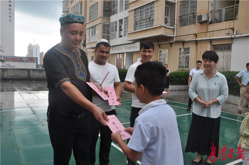 新疆兄弟多次捐资助学温暖人心 (1).JPG