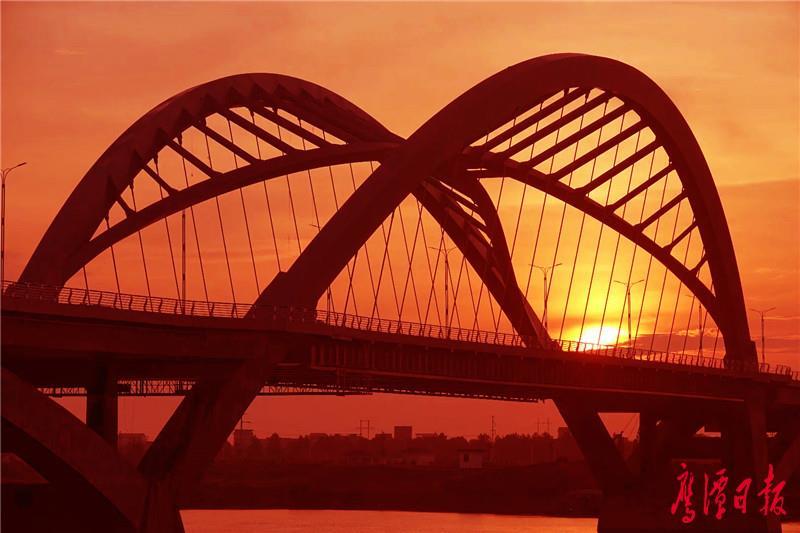 05鹰西大桥主桥桥型蝶飞燕式钢箱系杆拱桥,造形优美(1).jpg