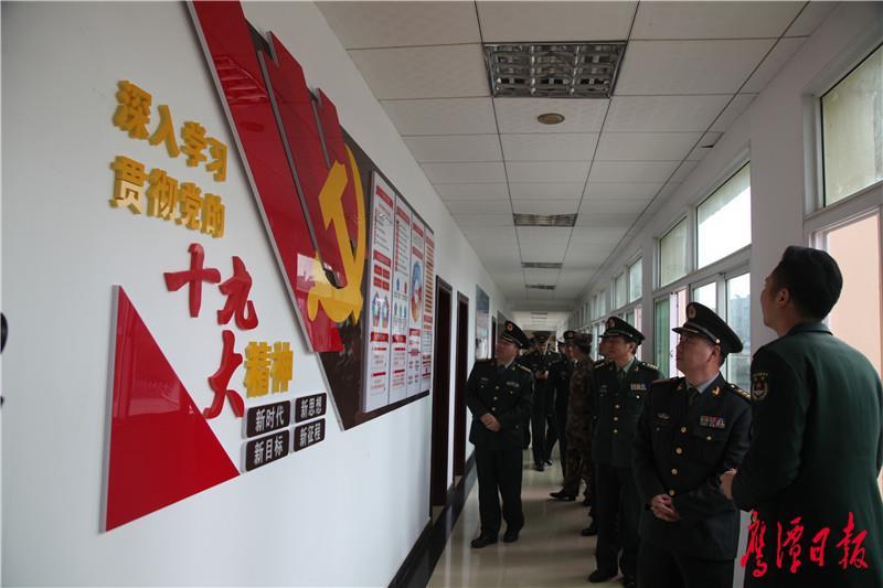 """鹰潭军分区组织开展巡回""""看亮点、看变化""""活动"""