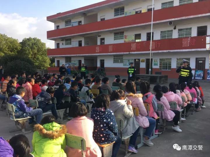 交通安全进校园 260多名农村孩子学交法