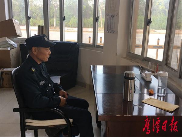 王毛林对保安工作很满意.JPG