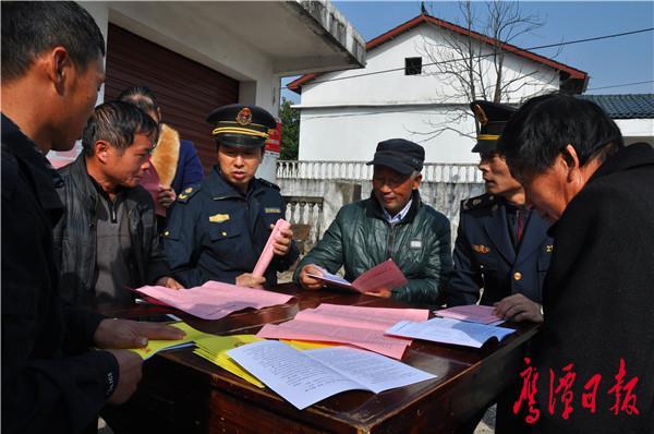 鹰潭市公路局开展《安全生产法》宣传周活动