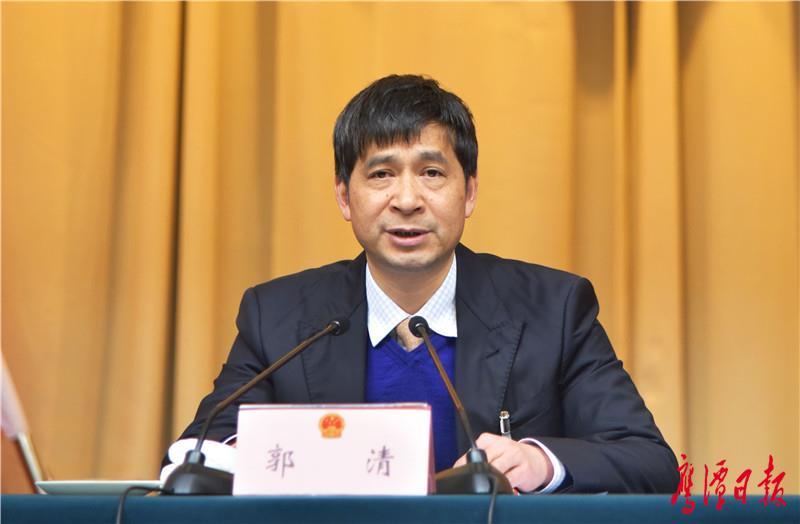 徐蓉摄-人大主任郭清主持预备会议-2.jpg