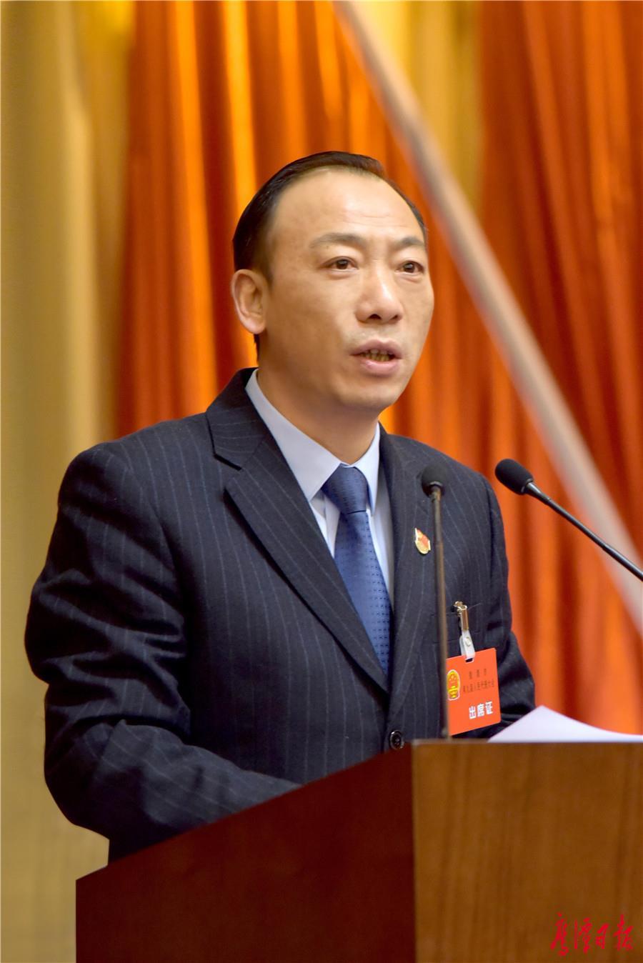 记者徐蓉摄-市长于秀明作政府工作报告-3.jpg