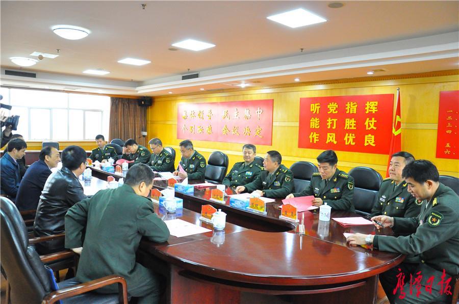 鹰潭市领导走访慰问省军区机关